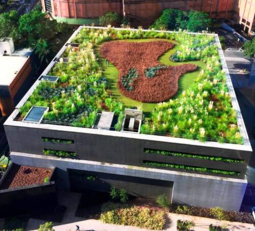 Edificio con jardín en techo